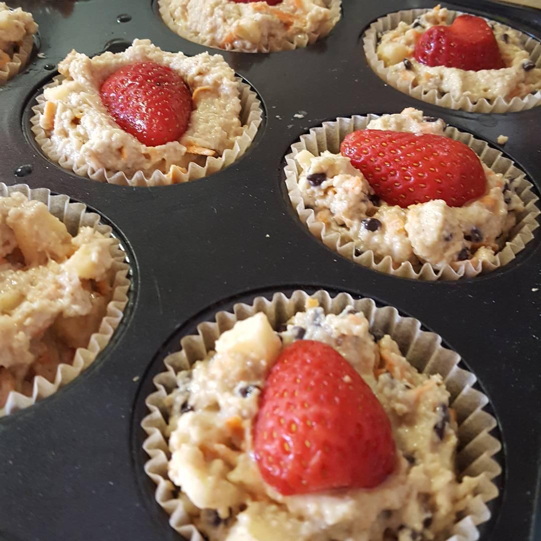 healthy almond joy bran muffins {with strawberries!} by @mozamina