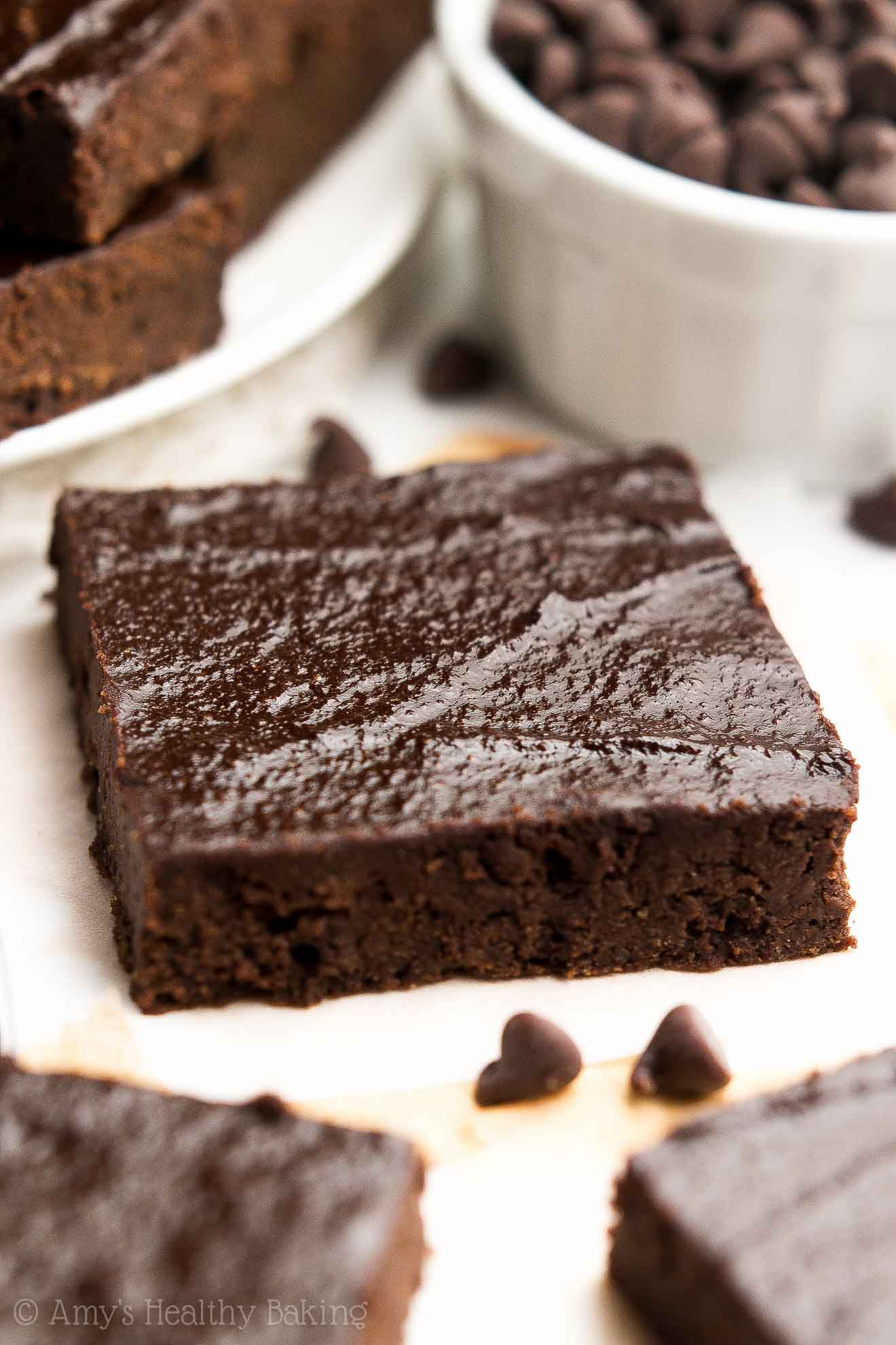 {HEALTHY!} One-Bowl Brownies -- so rich, supremely fudgy & only 68 calories! My friends called these the BEST brownies they've ever had!