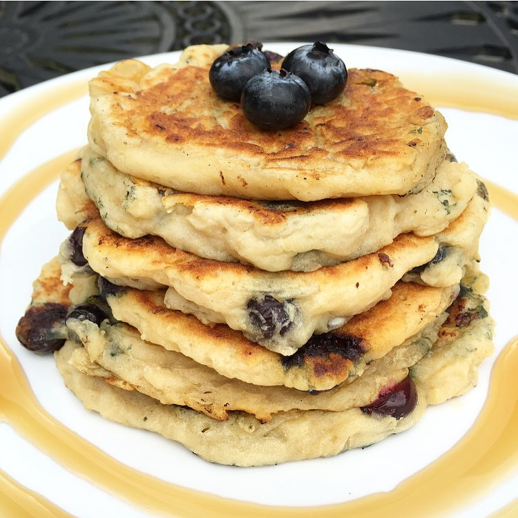 the ultimate healthy blueberry buttermilk pancakes by @healthygffamily