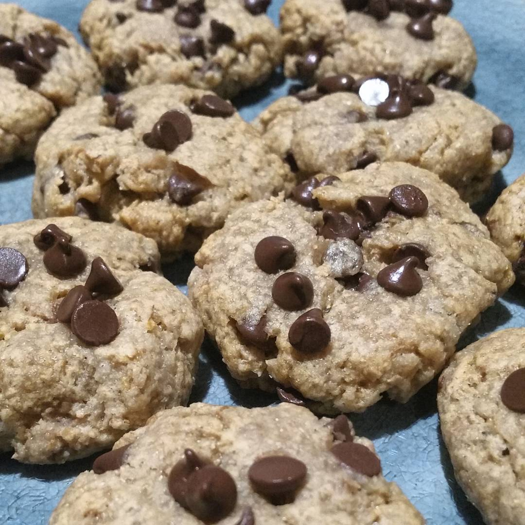 the ultimate healthy soft & chewy egg-free chocolate chip cookies by @ldblakeley