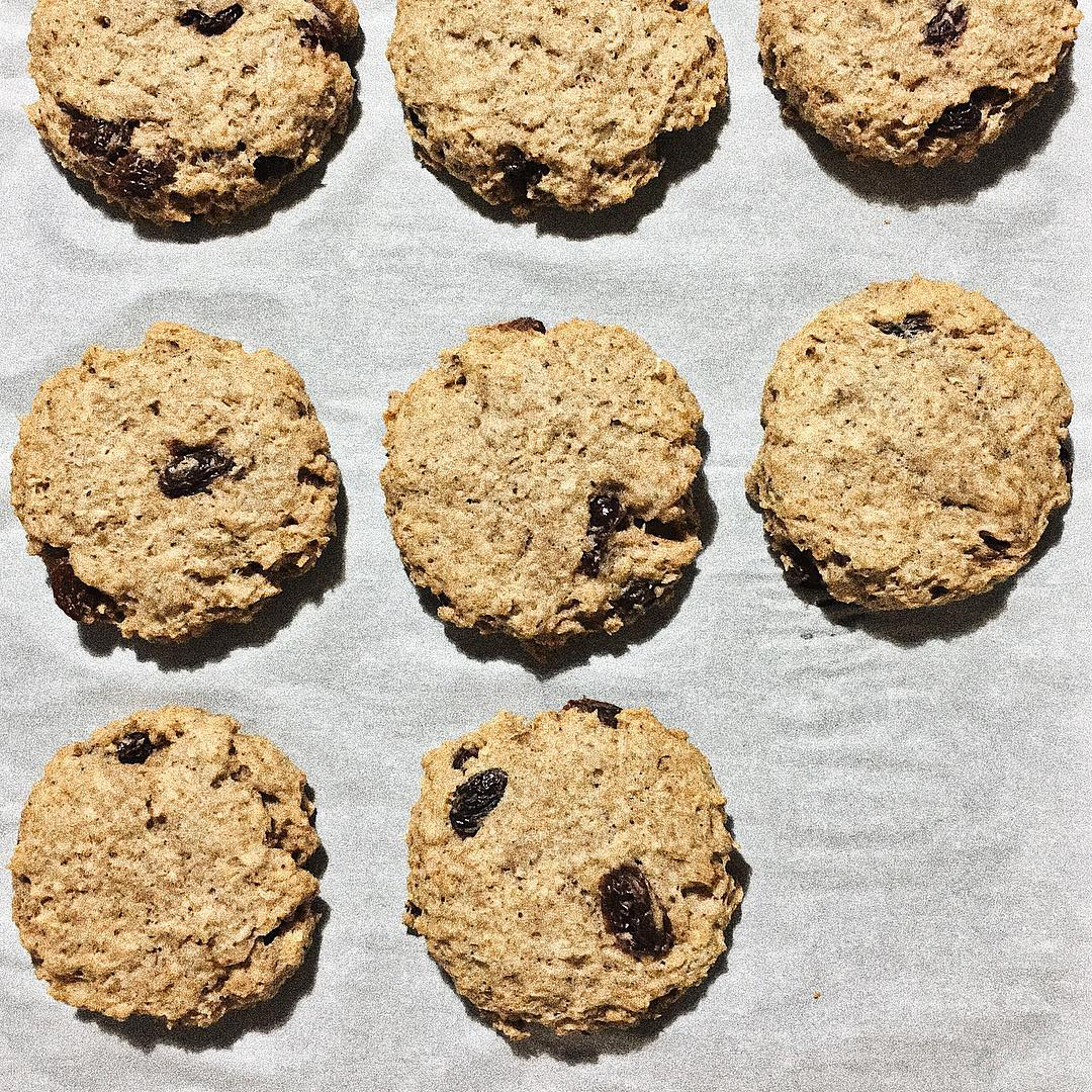 the ultimate healthy soft & chewy oatmeal raisin cookies by @7_bh_m