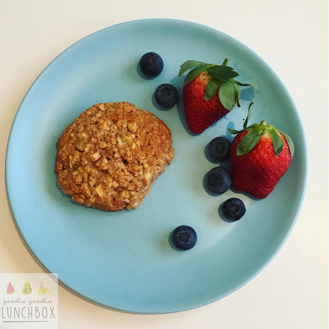 apple pie oatmeal cookies by @goodiegoodielunchbox