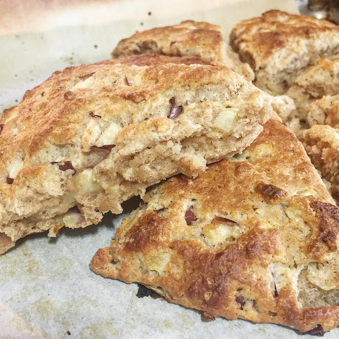 healthy apple pie scones by @thedapperdwelling