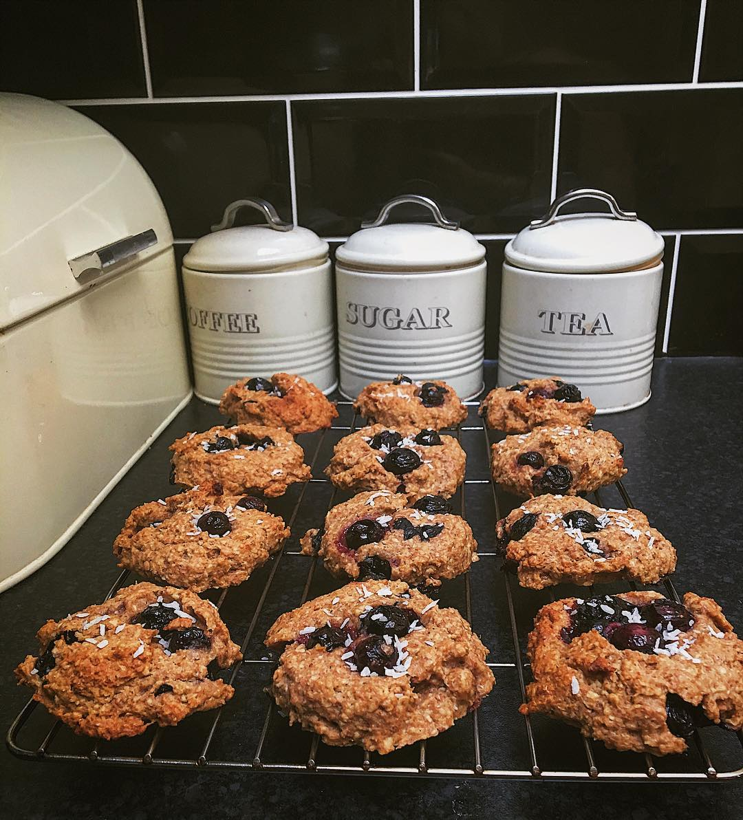 healthy blueberry oatmeal breakfast cookies by @holly_corbett