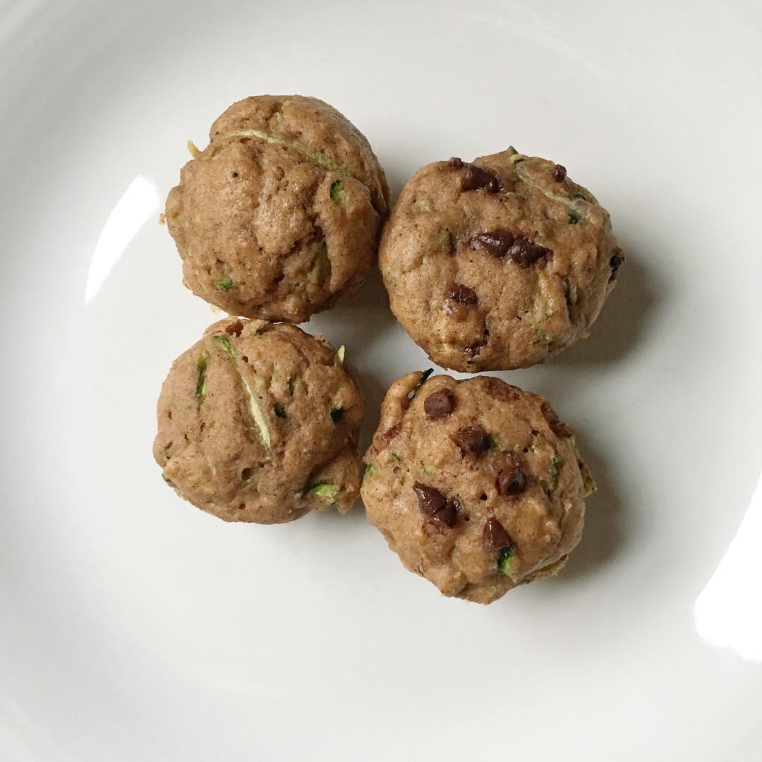 chocolate chip zucchini mini muffins by @vegoutdetroit