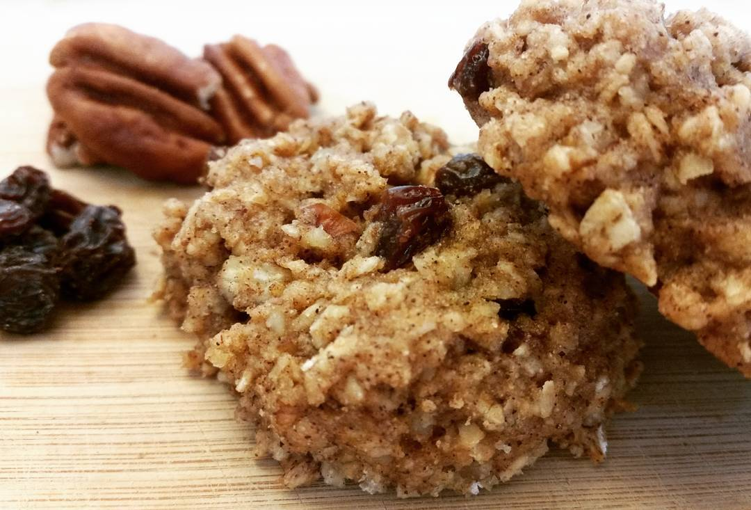 cinnamon roll oatmeal cookies by @mariacbair