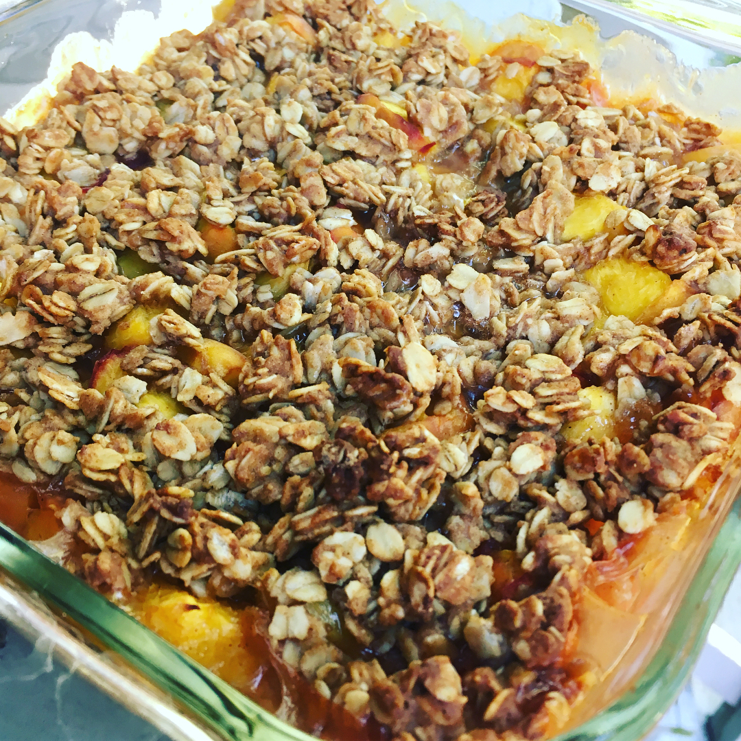 classic peach crumble by @molly_christa