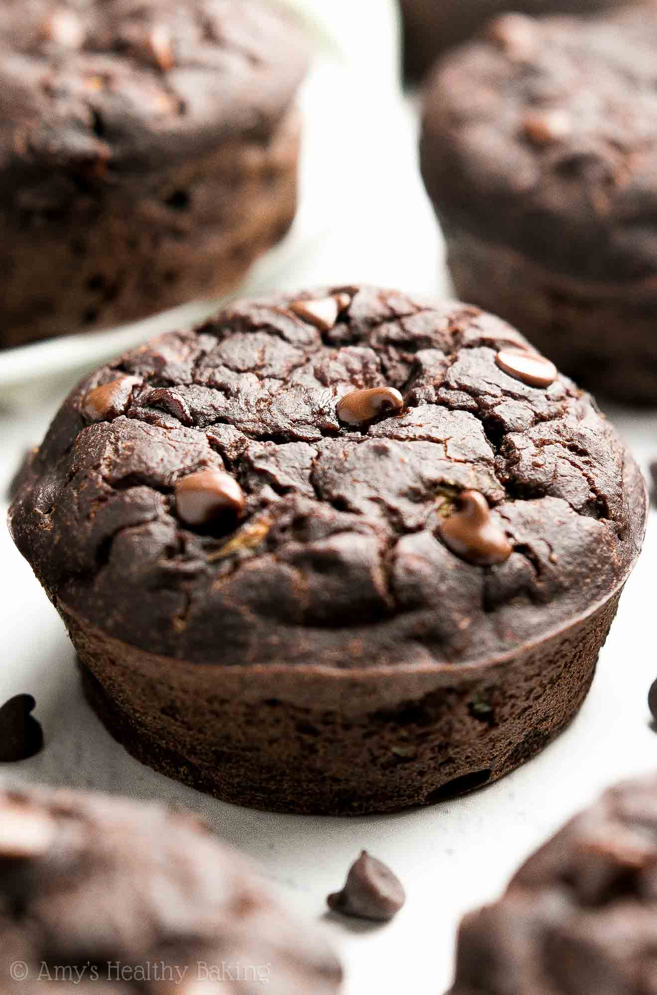{HEALTHY!} Double Chocolate Zucchini Muffins -- only 100 calories! Like a cross between FUDGY BROWNIES, muffins & zucchini bread! They're absolutely AMAZING!