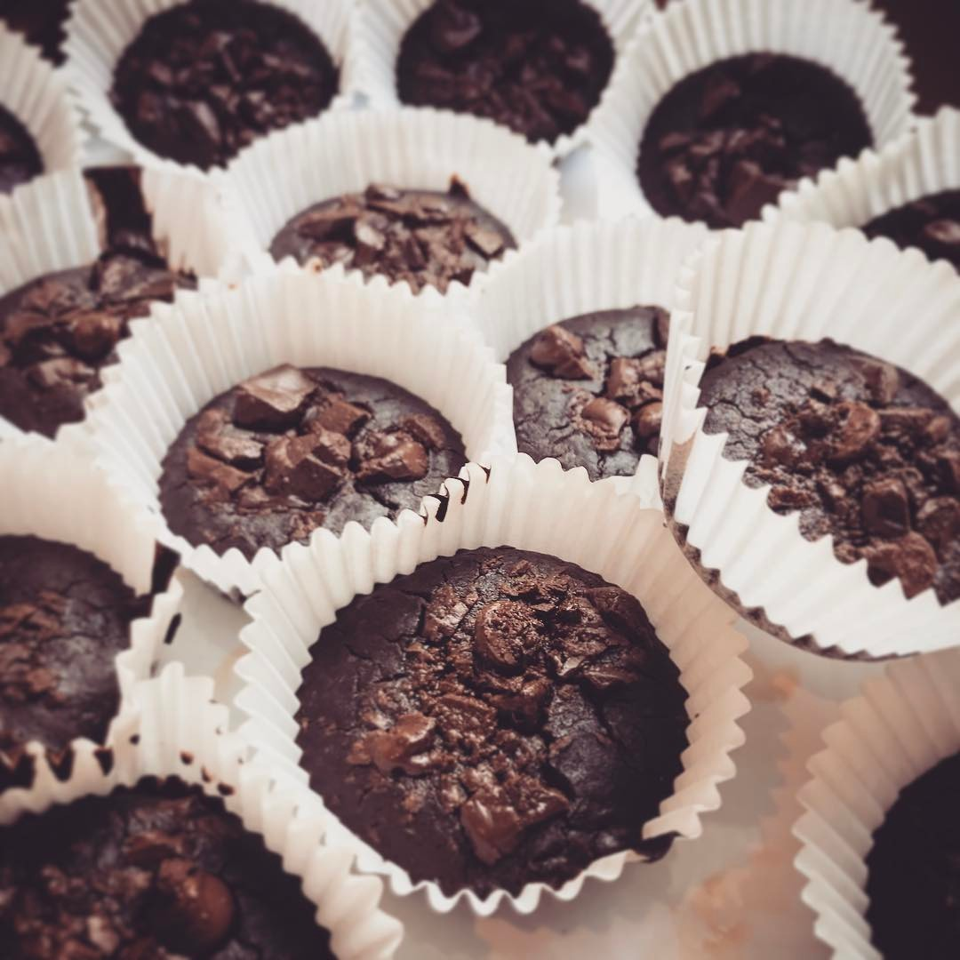 flourless chocolate chunk brownie bites by @elizabethchloe93