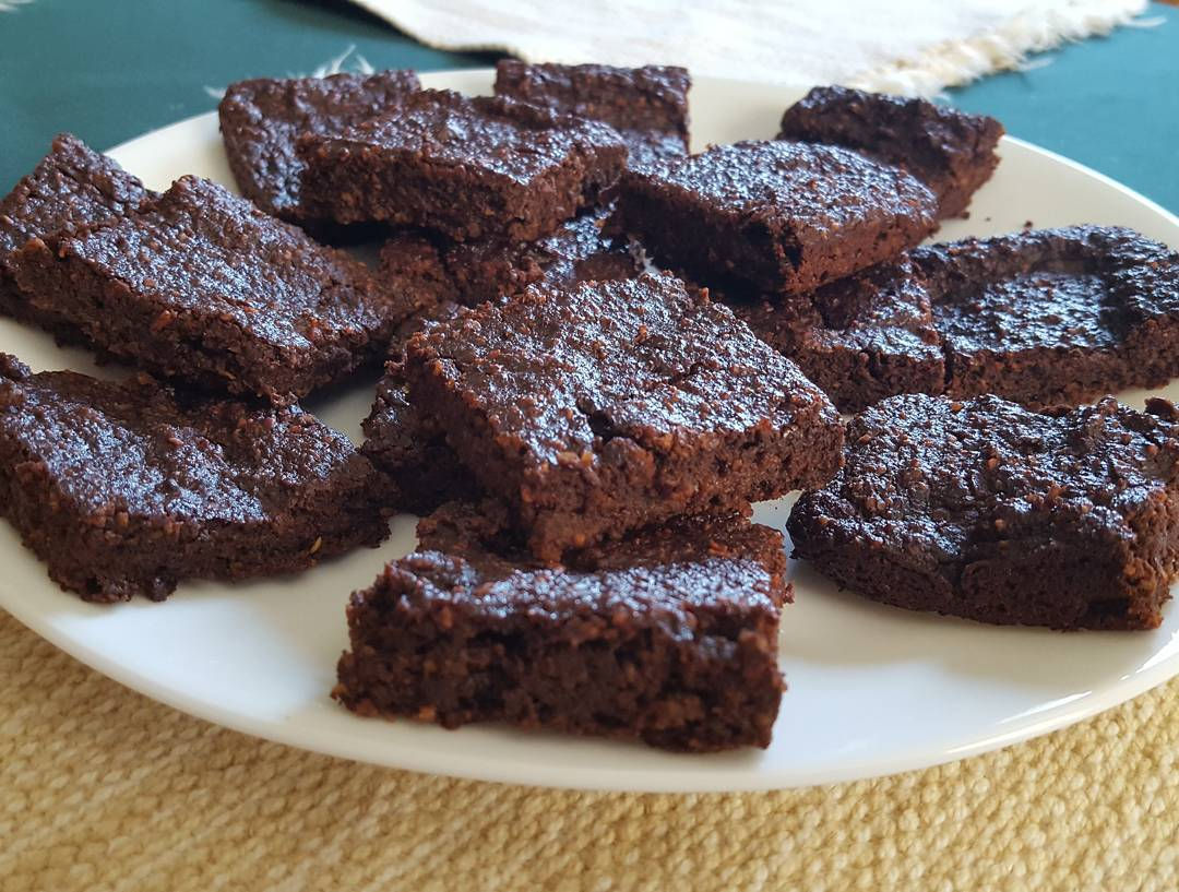fudgy beet brownies by @catetate21