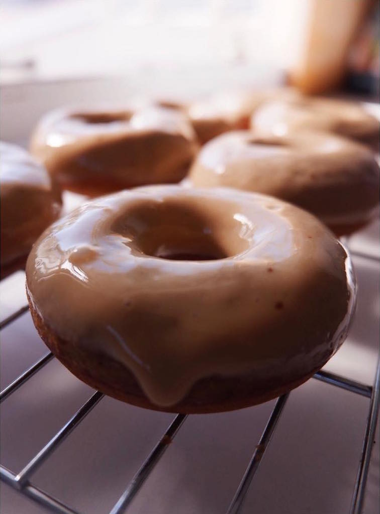 baked gingerbread donuts with maple glaze by @shellyarnan