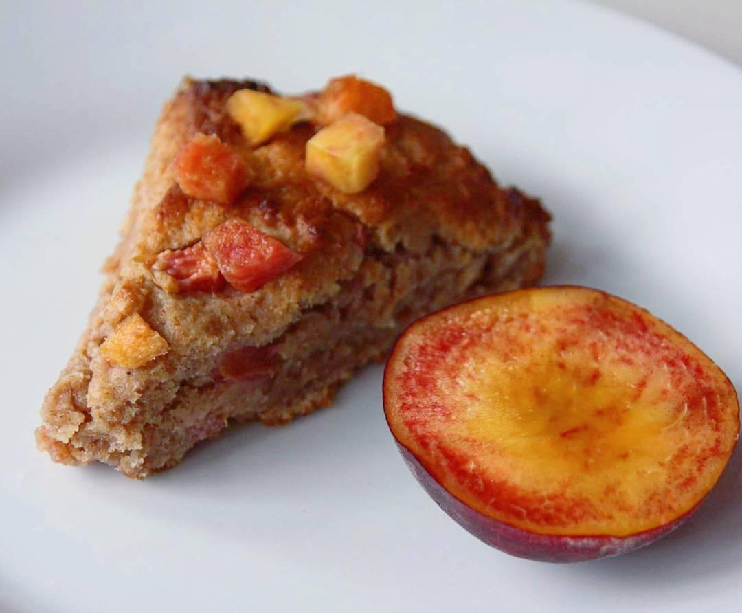 healthy honey peach scones by @attoo__