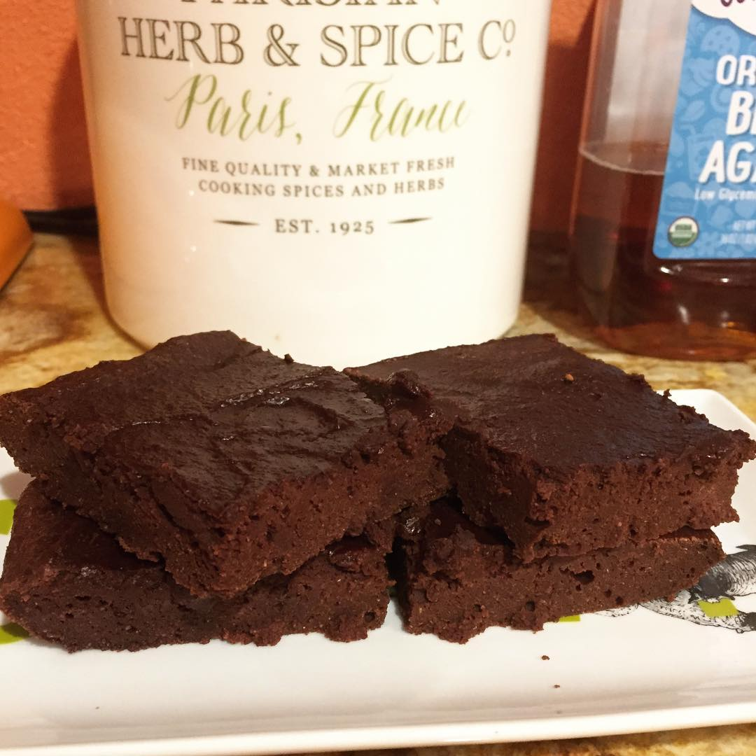 healthy one-bowl fudgy brownies by @starfighterlily