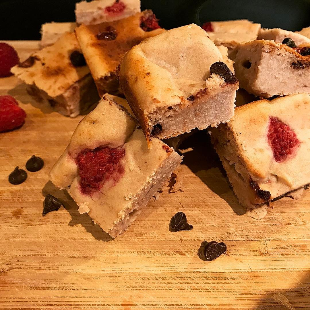 raspberry chocolate chip banana bread brownies by @elizabethchloe93
