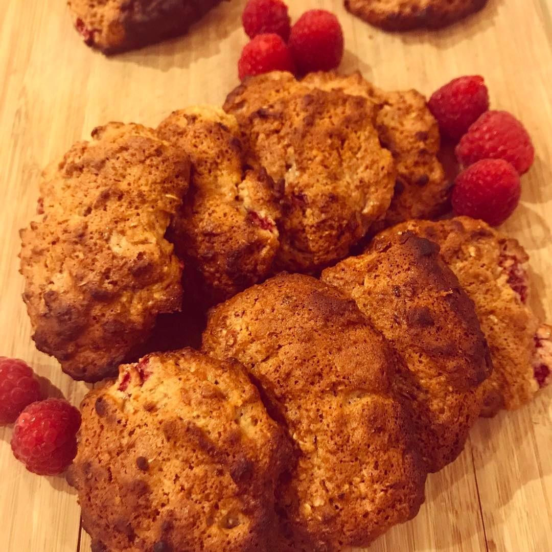 raspberry oatmeal cookies by @elizabethchloe93