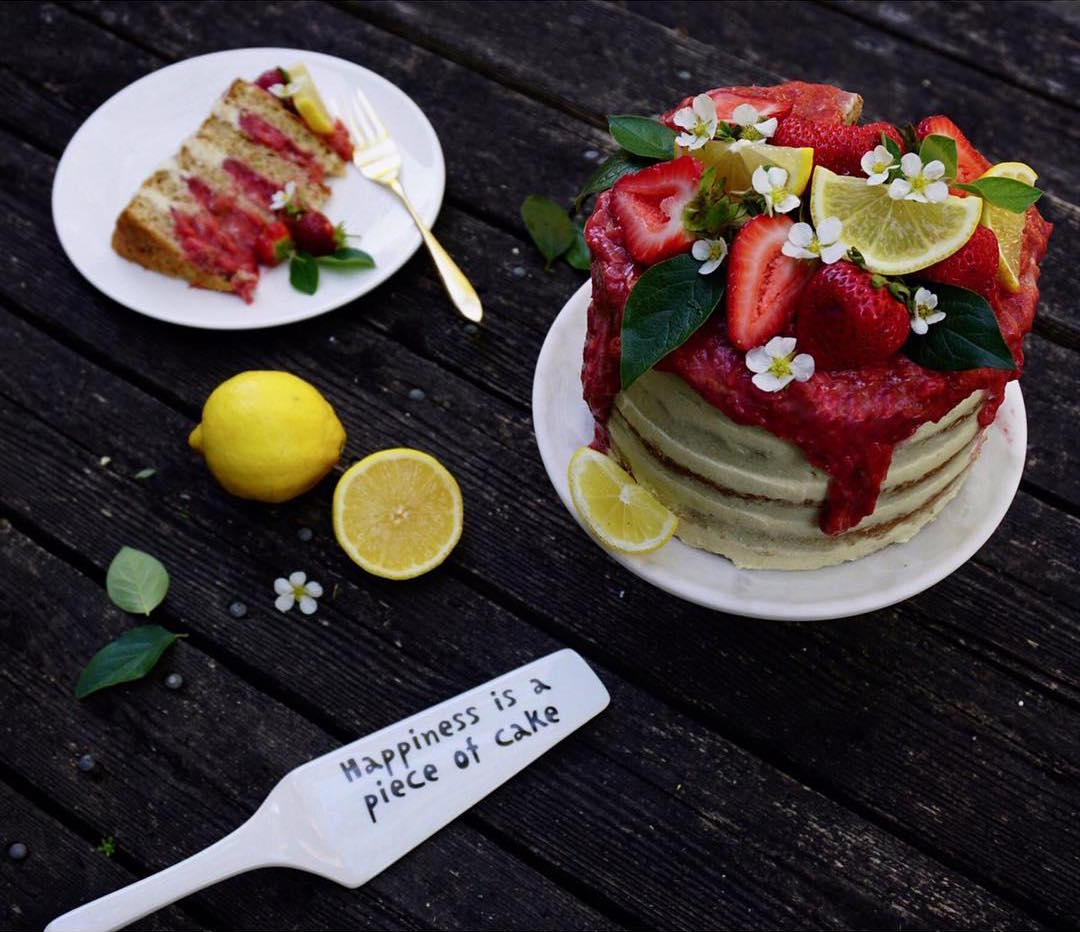 simple strawberry lemon cake by @kerrionotera