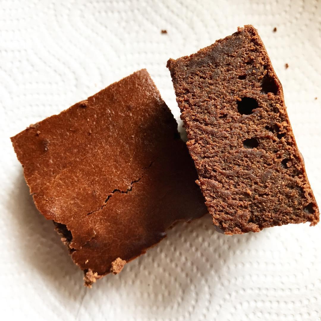 healthy small-batch fudgy dark chocolate brownies by @cookiecrumbsinc
