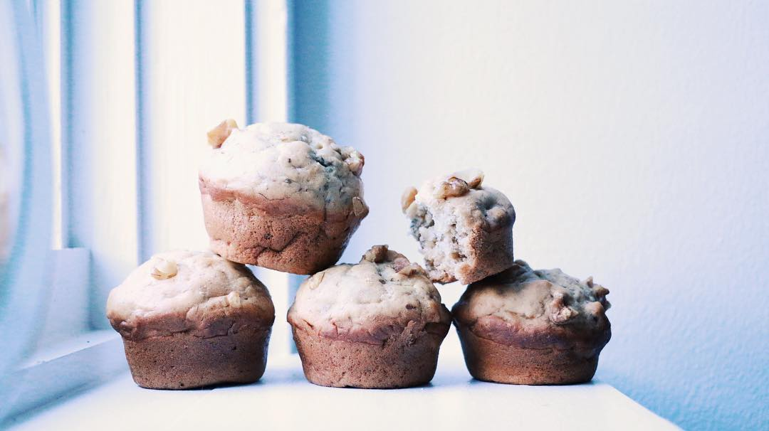 the ultimate healthy banana nut muffins by @licksbakes