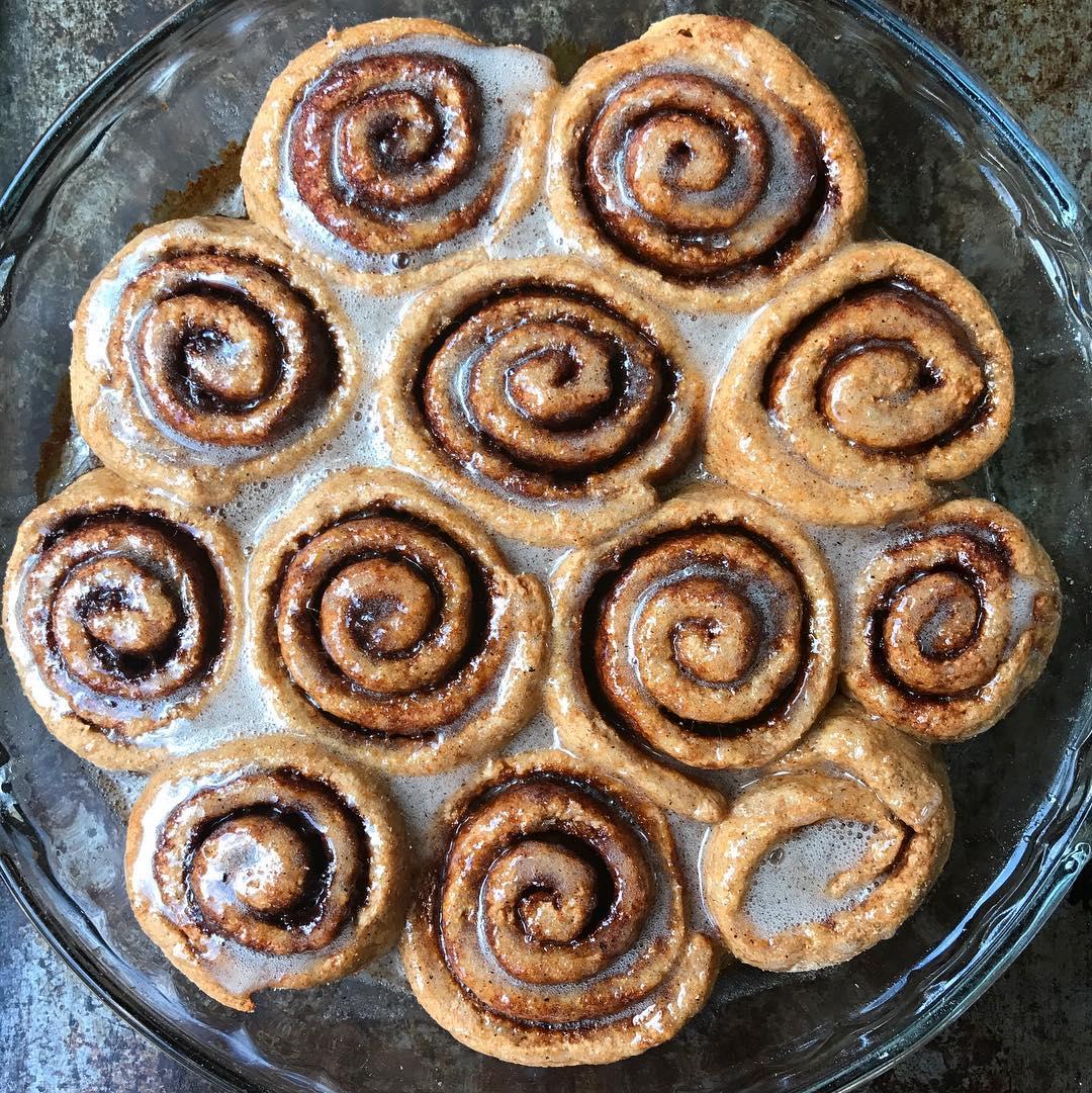 the ultimate healthy cinnamon rolls by @kassidyandkale