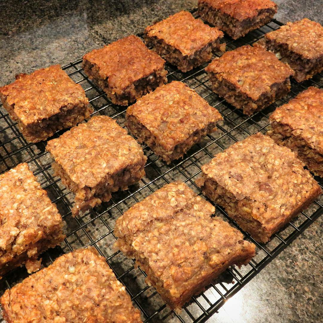healthy banana oatmeal snack cake by @alsfitkitchen