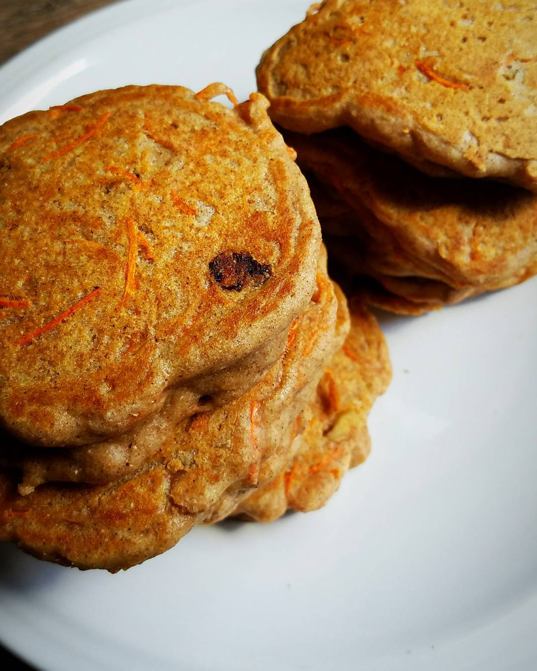 healthy carrot cake pancakes by @mrjnutrition