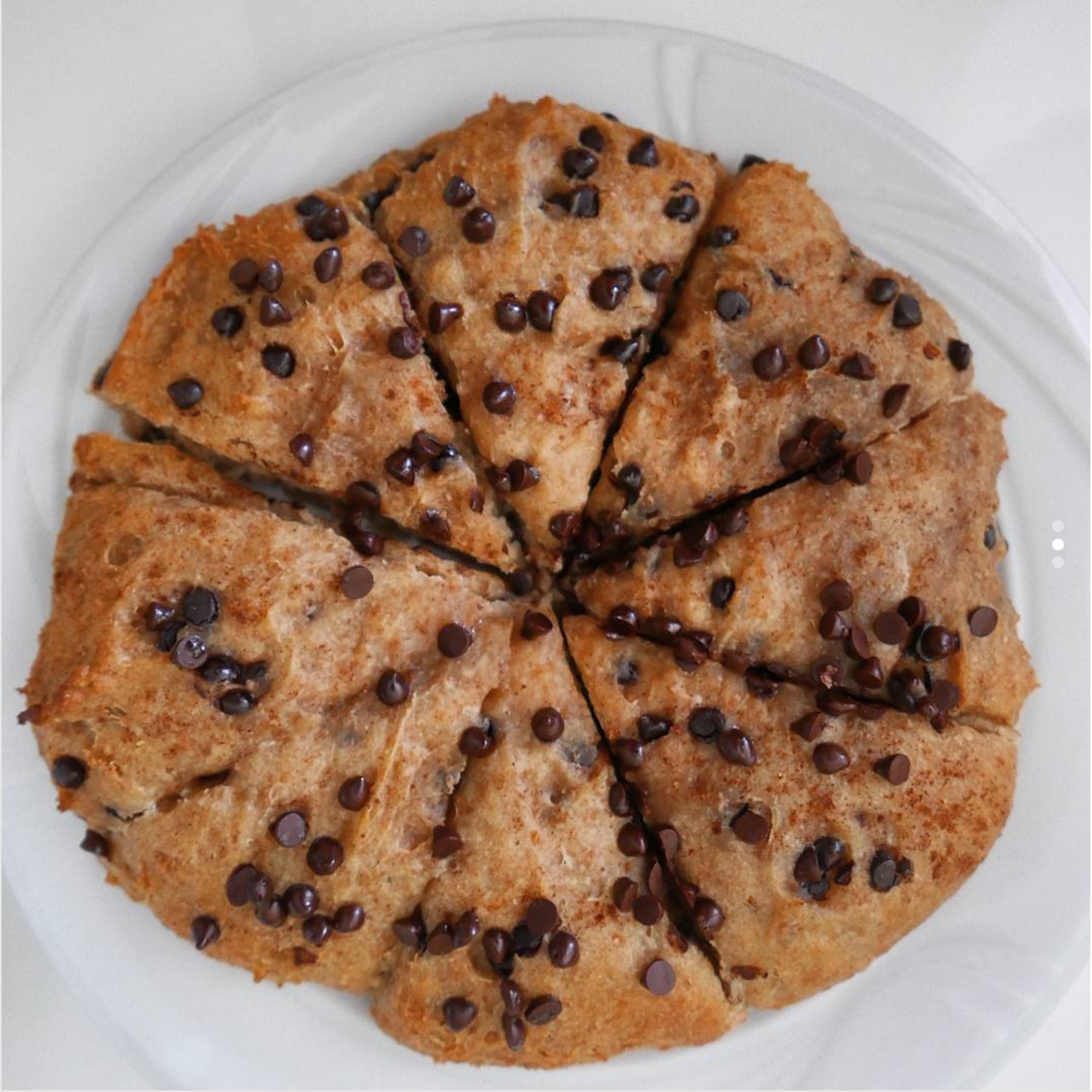 healthy chocolate chip scones by @fit.noperfect