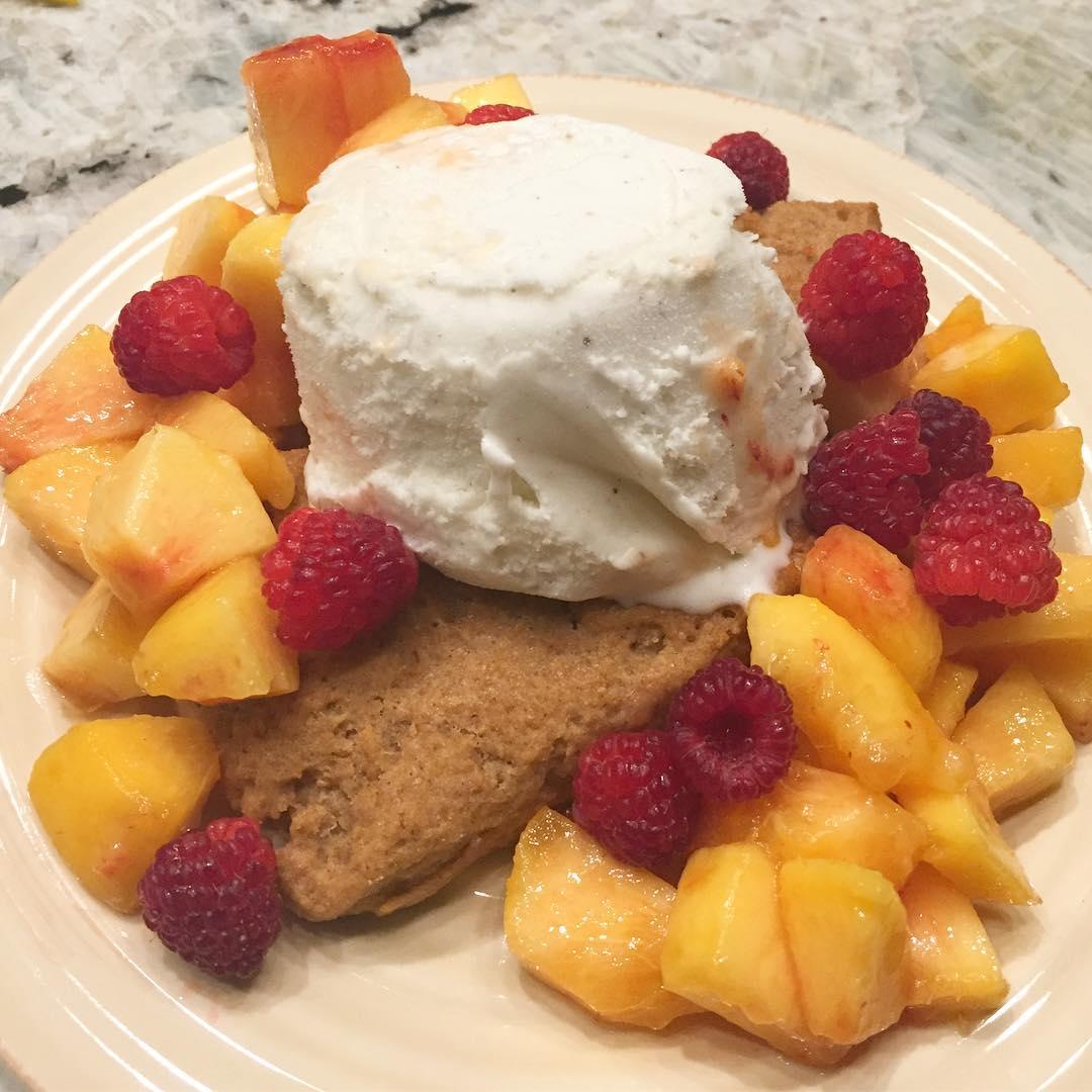 healthy cinnamon roll scones by @emmacleancooking