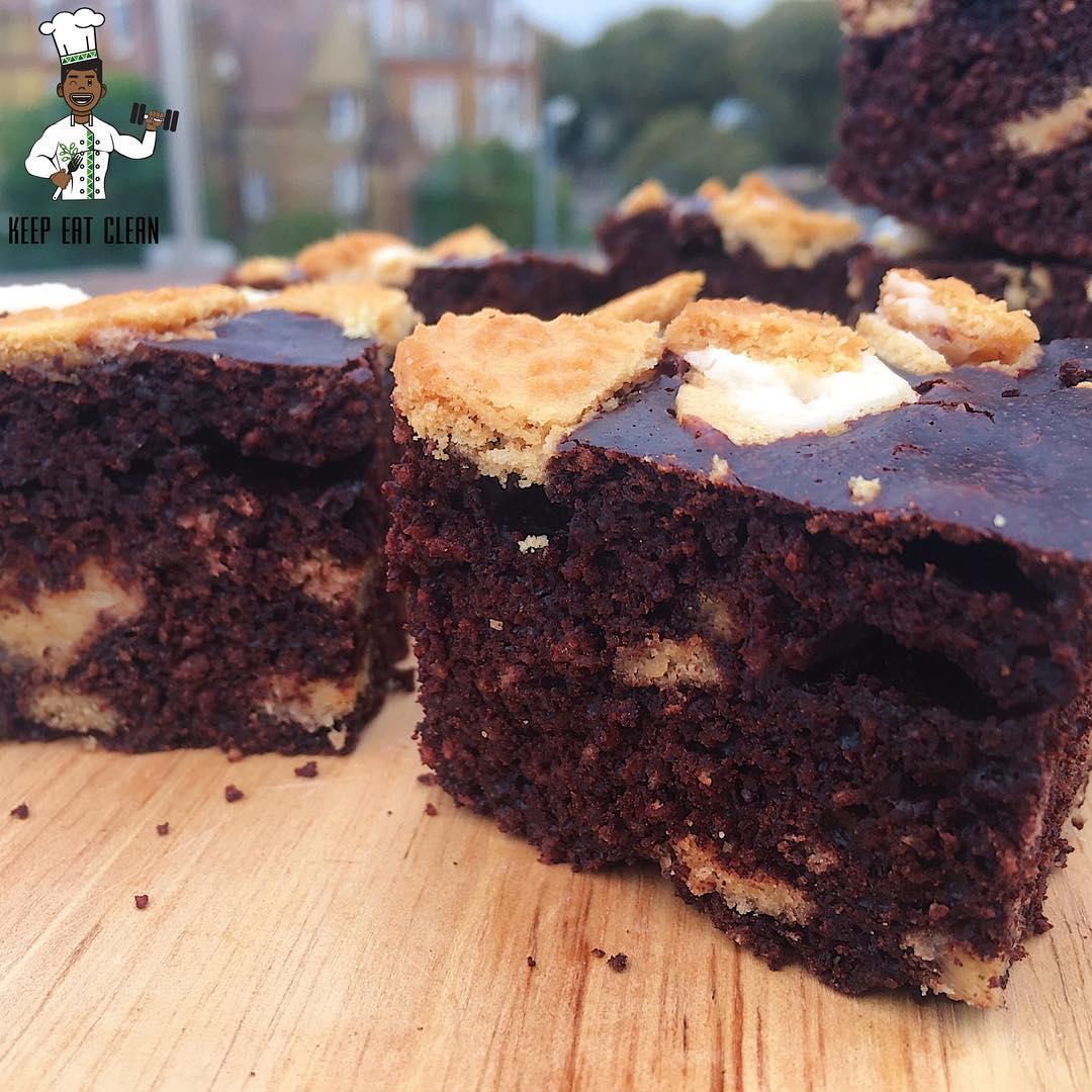 healthier cookies 'n cream brownies by @keepeatclean