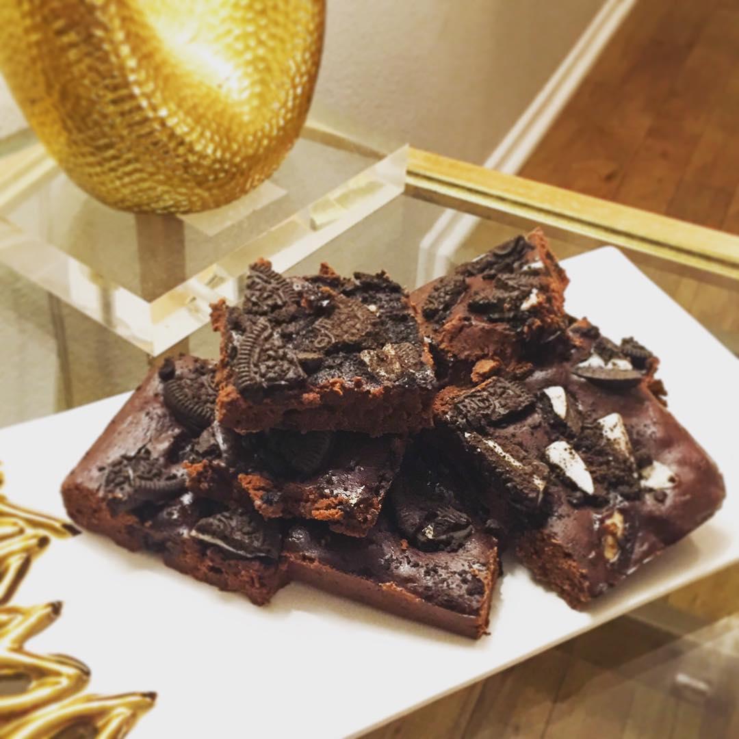 healthier cookies 'n cream brownies by @lepetitedrommare