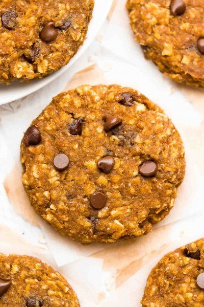 Healthy Pumpkin Chocolate Chip Oatmeal Breakfast Cookies