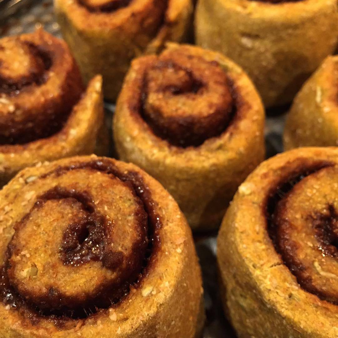 healthy pumpkin cinnamon rolls by @nutsoverbananas