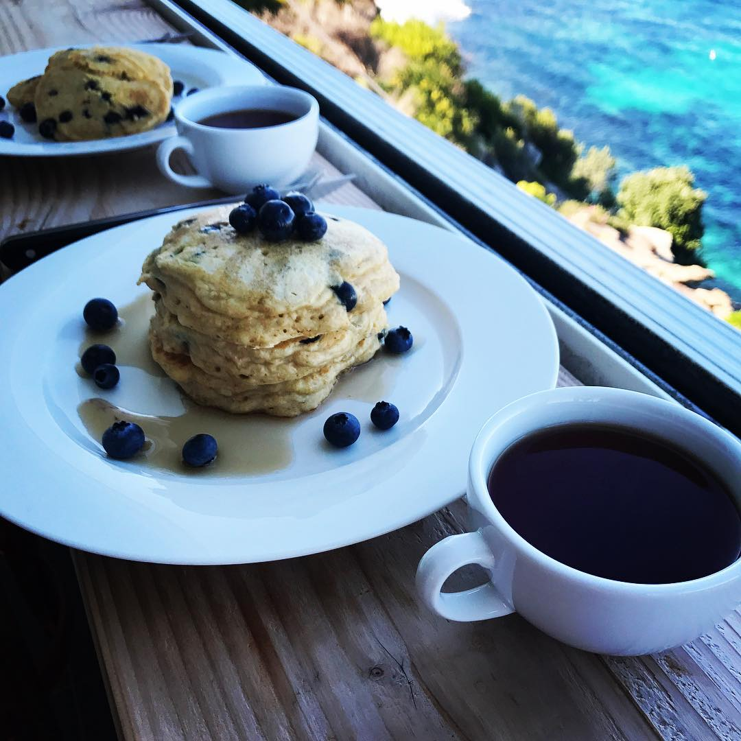 the ultimate healthy blueberry buttermilk pancakes by @alicexdeng