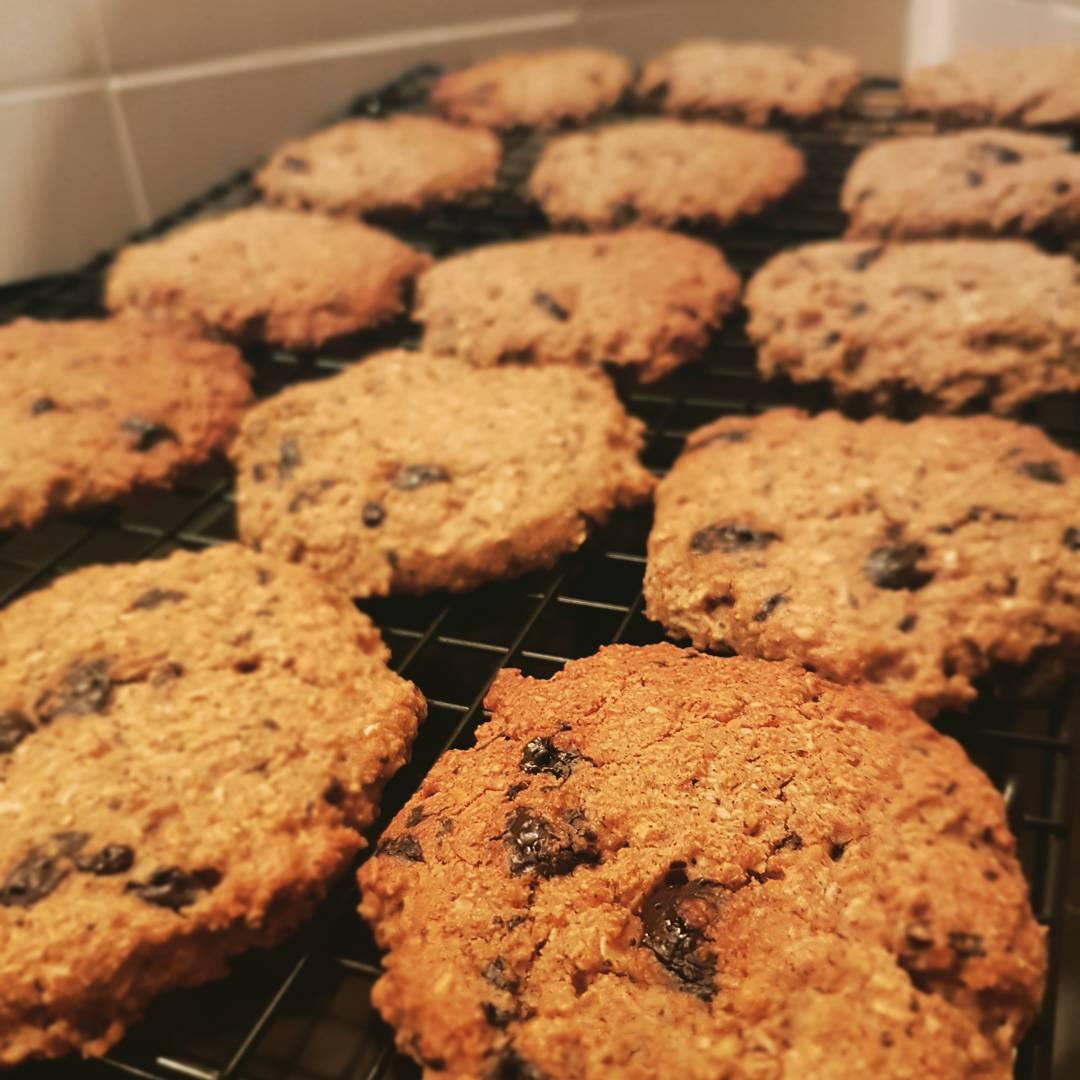 almond joy oatmeal cookies by @danielle_dubois