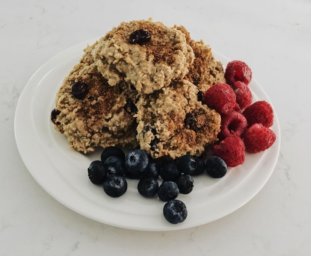 healthy chocolate chip almond butter oatmeal cookies by @happycleaneating_