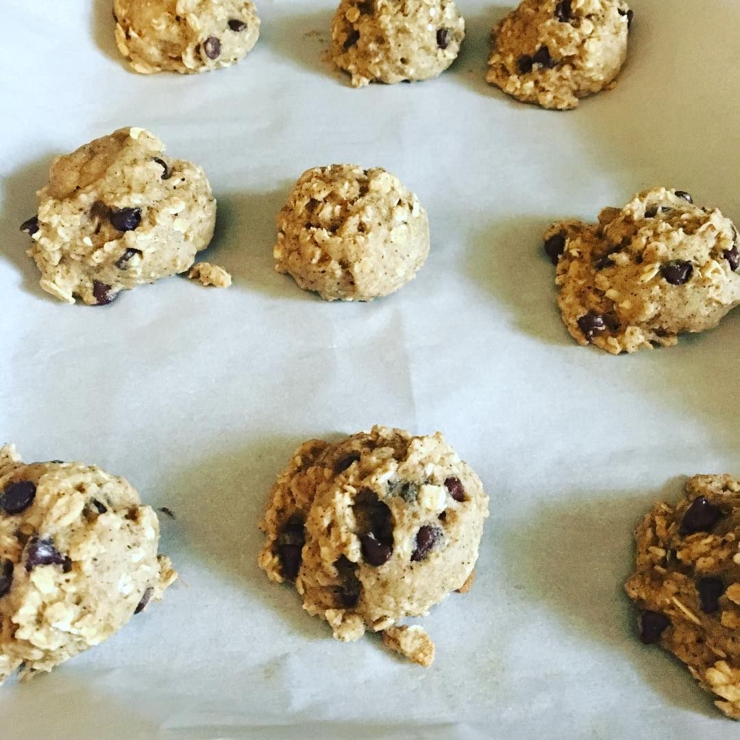 healthy chocolate chip banana oatmeal breakfast cookies by @fitmomof3girls