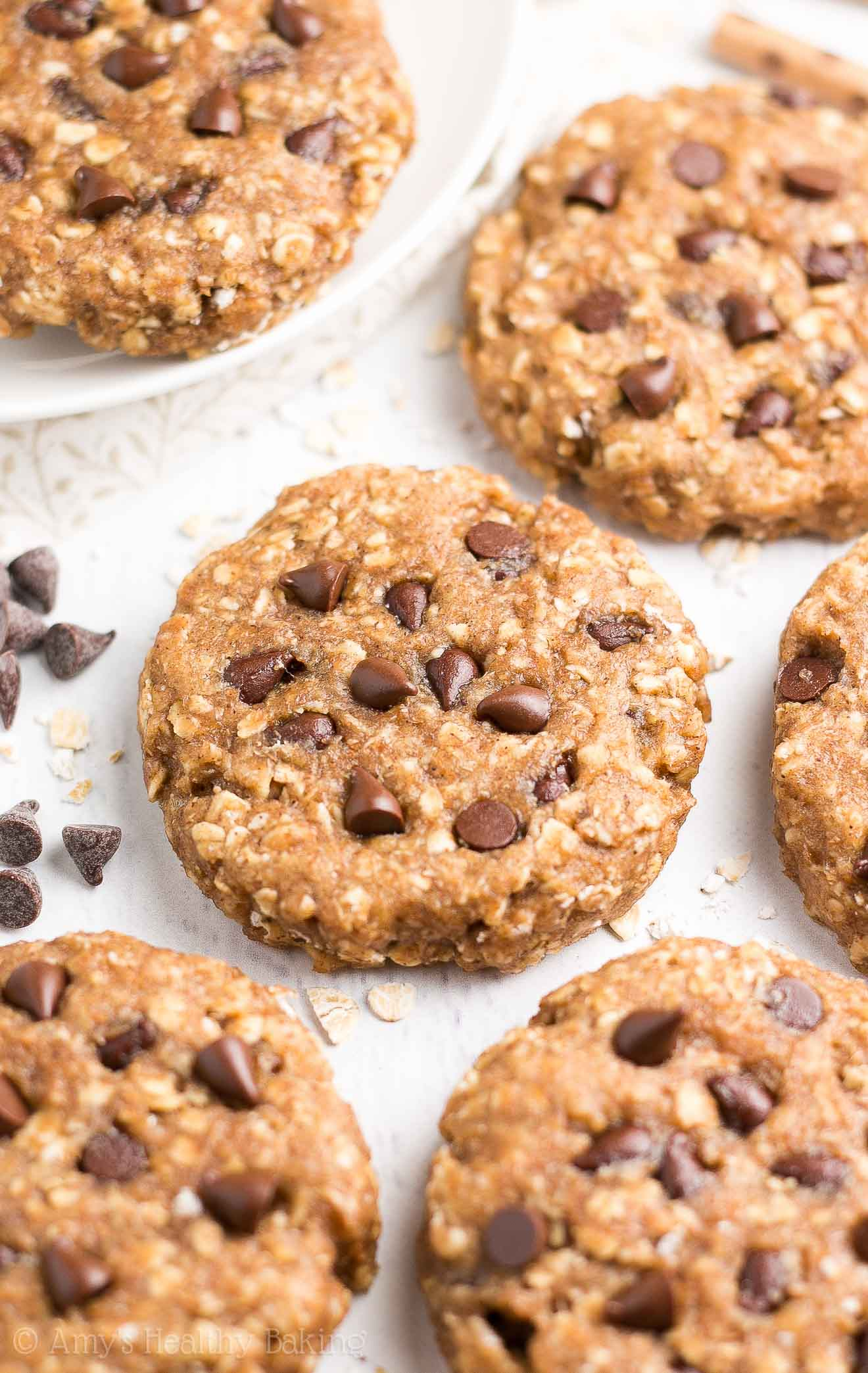 {HEALTHY!} Chocolate Chip Peanut Butter Oatmeal Breakfast Cookies -- only 91 calories! SO easy to make & they taste AMAZING! You'll never skip breakfast again! PB + chocolate = BLISS! (Plus... Totally kid-friendly & freezer-friendly too!) #recipe #healthy #cleaneating #glutenfree