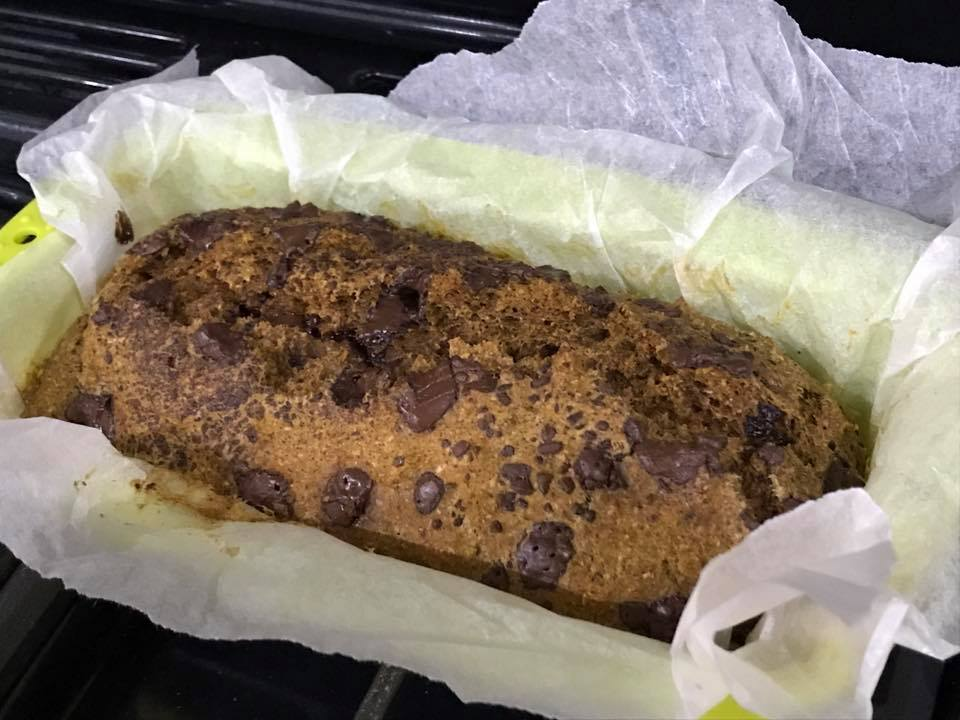 healthy chocolate chip pumpkin bread by @gymgoddessne