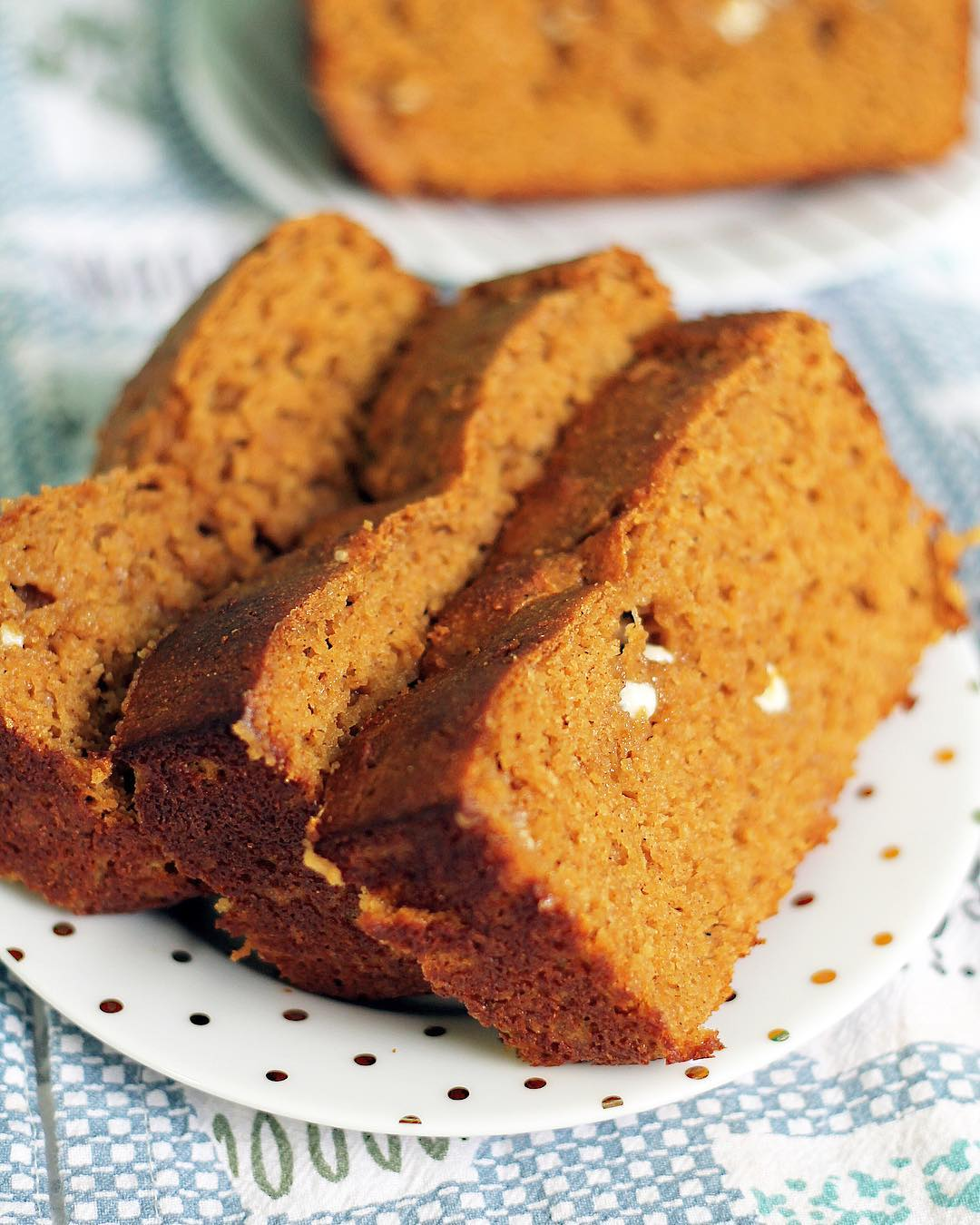 healthy chocolate chip pumpkin bread {with white chocolate instead!} by @thatmacromomlife