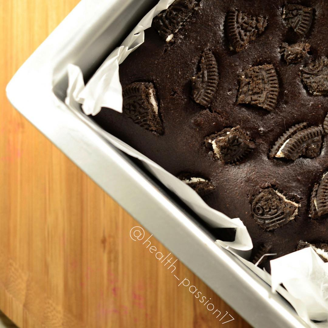 healthier cookies 'n cream brownies by @health_passion17