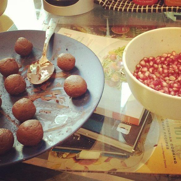 dark chocolate pomegranate truffles by @entheophilia