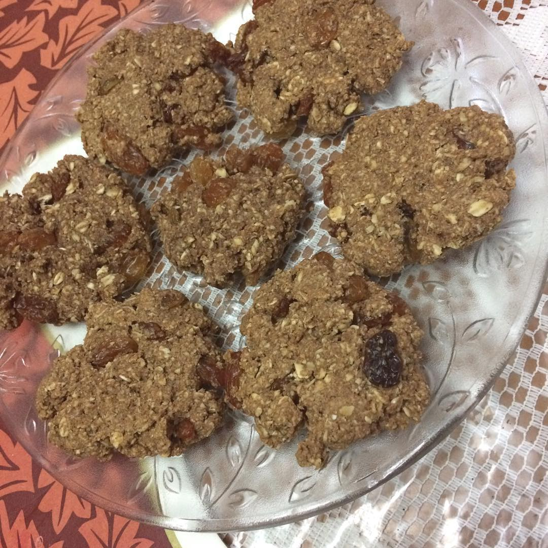 the ultimate healthy soft & chewy oatmeal raisin cookies by @cupcakegains