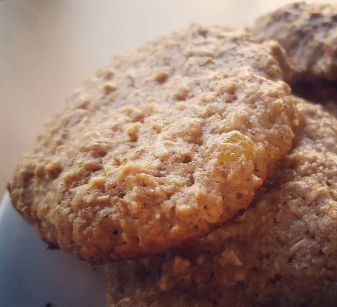 the ultimate healthy soft & chewy oatmeal raisin cookies by @rawamer