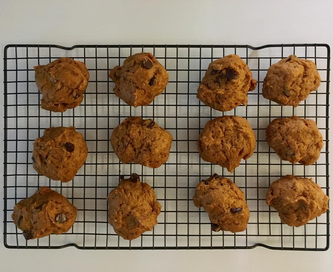 the ultimate healthy soft & chewy pumpkin chocolate chip cookies by @abeebakes