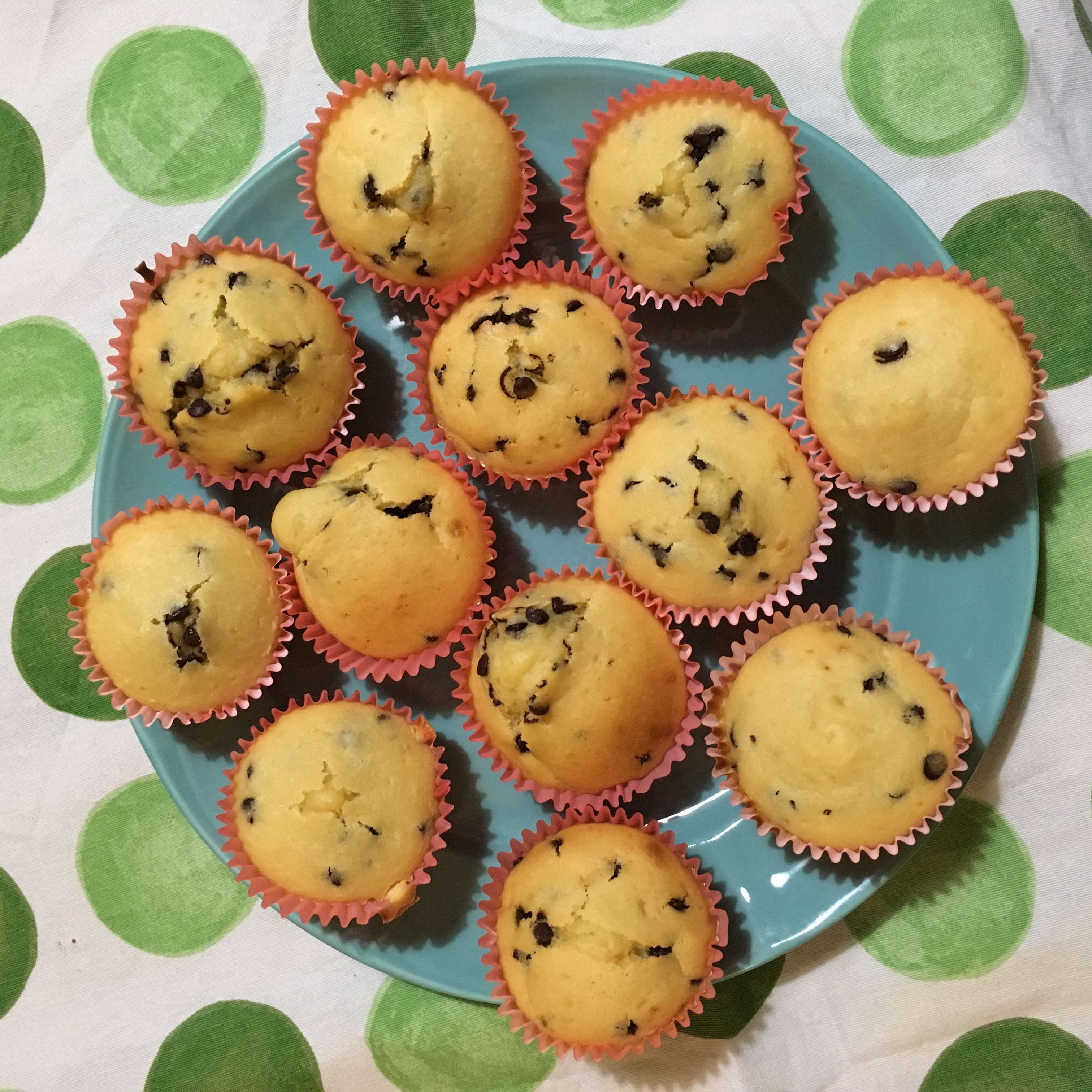 healthy chocolate chip mini muffins by @serena