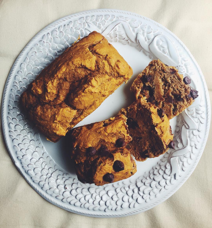 healthy chocolate chip pumpkin bread by @ellensims