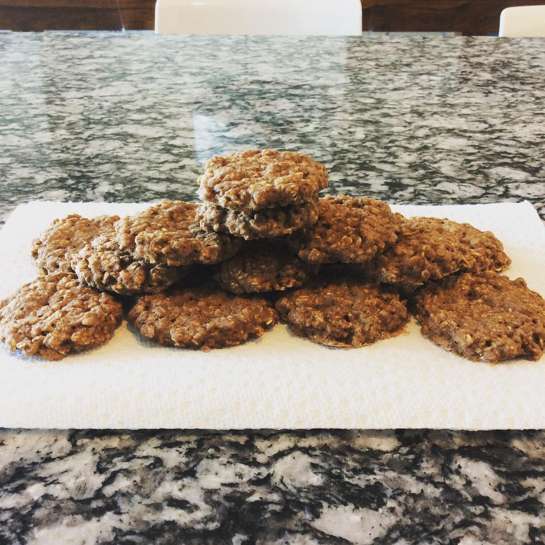 healthy cinnamon roll oatmeal cookies by @vanessappurcell