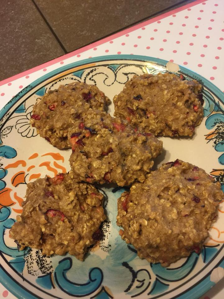 healthy cranberry banana oatmeal cookies by @barbarahochecker