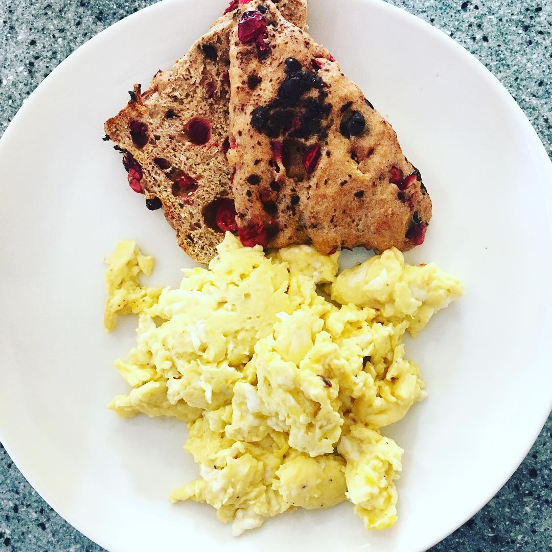 healthy cranberry chocolate chip scones by @fitgirlkayt