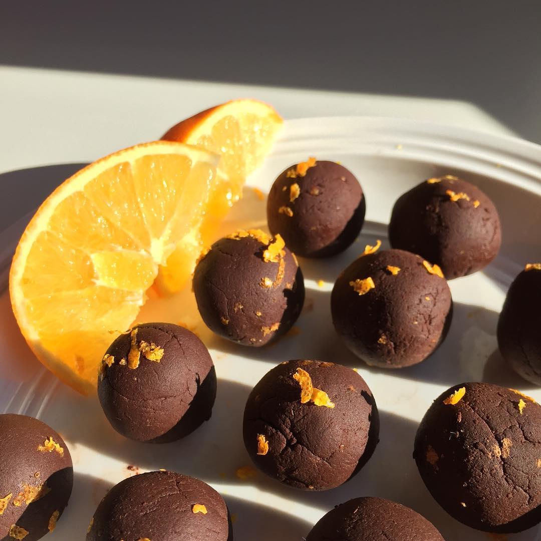 healthy dark chocolate orange truffles by @nutsoverbananas