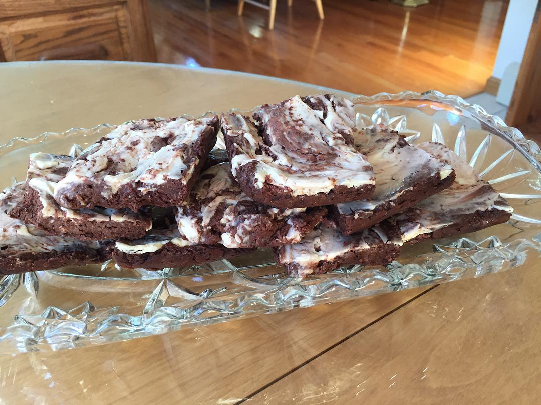 healthy fudgy dark chocolate cheesecake swirled brownies by @becky_finding_balance